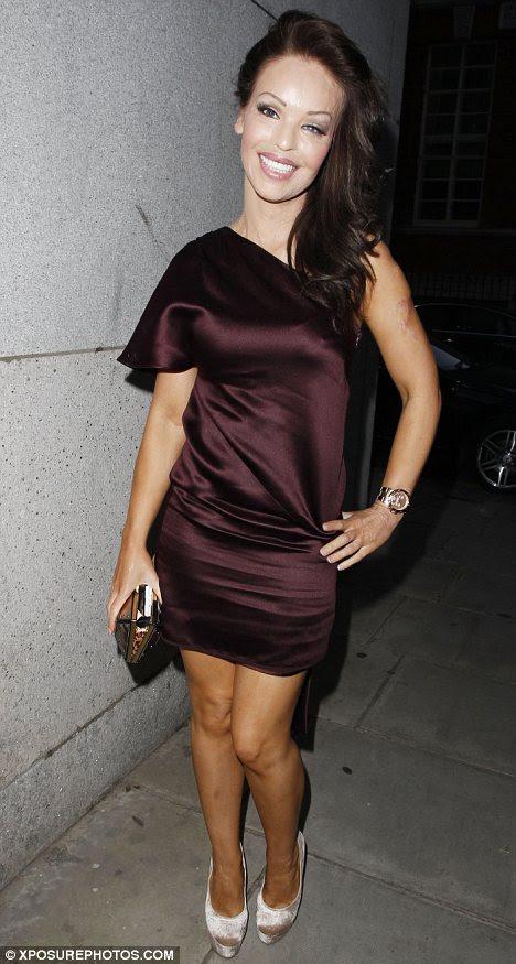 Εμπνευσμένος: Katie Piper εντυπωσίασε στα βραβεία επιλογής τηλεόραση χτες το βράδυ σε μια σοκολάτα ασύμμετρη σατέν φόρεμα