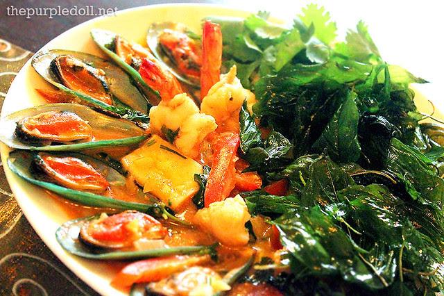Pad Kapron Talay - Mixed Seafood in Basil (P280)