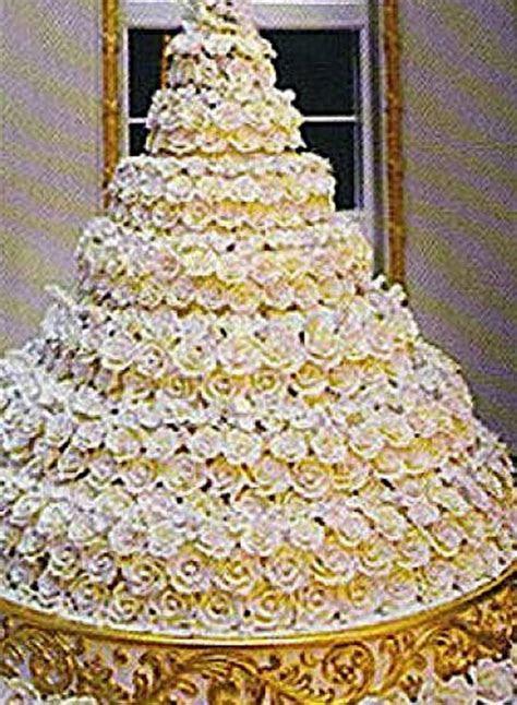 Donald trump wedding cake   idea in 2017   Bella wedding