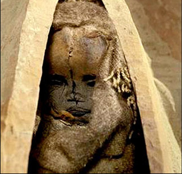 This practice is similar to how the Egyptians believed boats would take Pharaohs to the land of the 'Gods'. Clothes and jewellery found in the tomb were also buried alongside the mummies, in small baskets, and the bodies (pictured) were wrapped in cowhide and wool. This prevented sand from getting inside the corpses