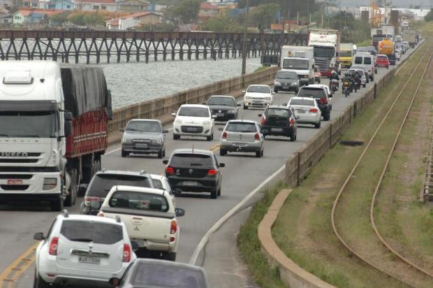 Congestionamento na BR-101 Sul alcança 10 km de lentidão em Laguna e Tubarão Maurício Vieira/Agencia RBS