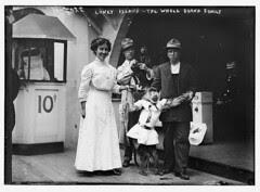 Coney Island, the Whole Darnd Family [i.e. Dar...