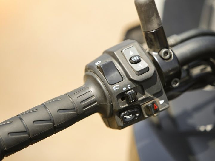 Kawasaki Versys 1000 switch gear