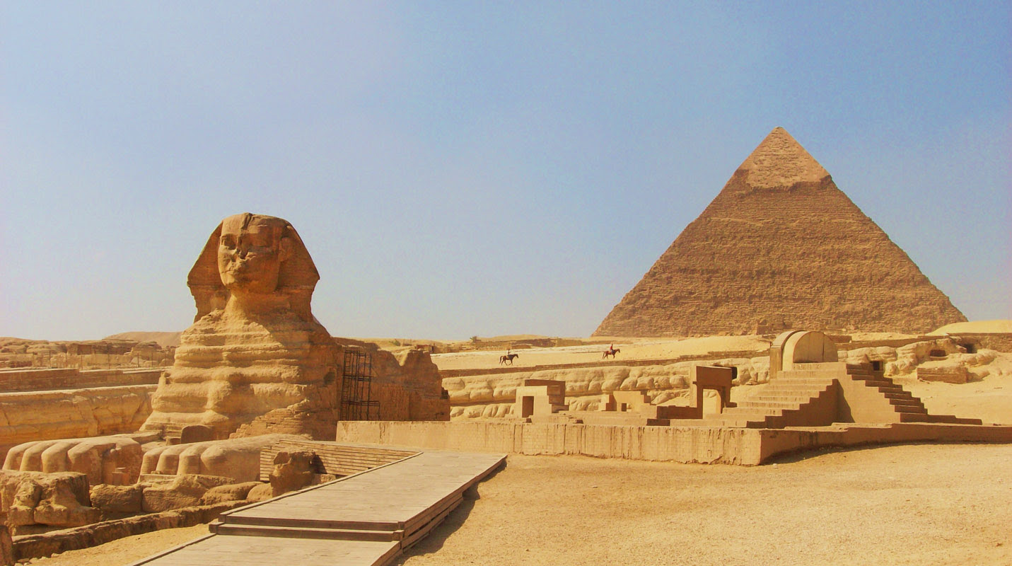 http://famouswonders.com/wp-content/gallery/pyramids-of-egypt/the-sphinx-at-gizacairo-in-egypt-with-the-pyramid-of-chephren-khafre-in-the-background.jpg