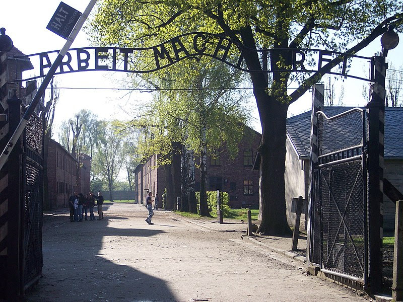 File:Entrance Auschwitz I.jpg