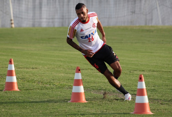 Paulinho treino Flamengo (Foto: Gilvan de Souza / Site do Flamengo)