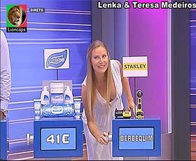 Lenka e Teresa Medeiros as sensuais assistentes do Preço Certo