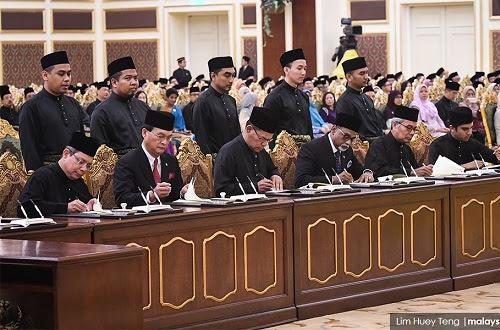 13 menteri baharu angkat sumpah