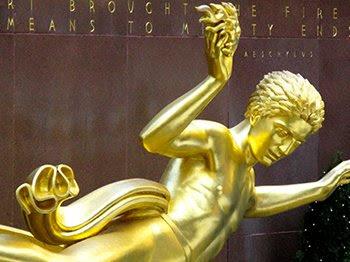 Prometeu, uma figura favorita da elite iluminista, é bem visível no Rockefeller Center (leia o artigo sobre ele aqui).