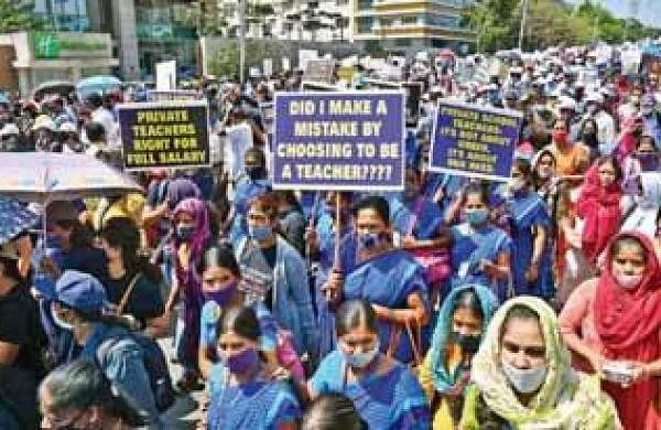 Thousands of private school staffers take out protest in Bengaluru