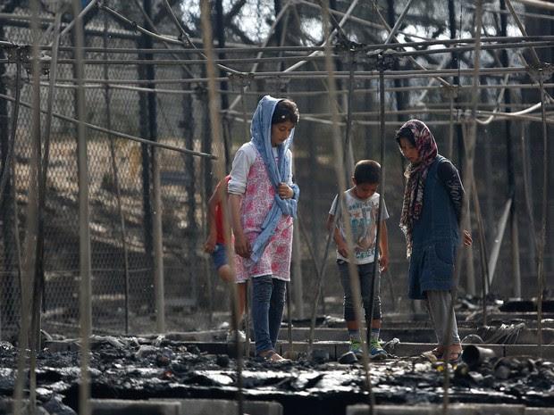 Greve de fome no campo de Moria resultou em atos de violência e num incêndio que destruiu 60% do local (Foto: Reuters/Giorgos Moutafis)