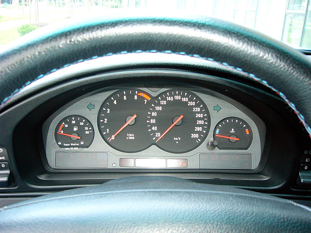 198 6 BMW 850csi / M8 32,500 Euro