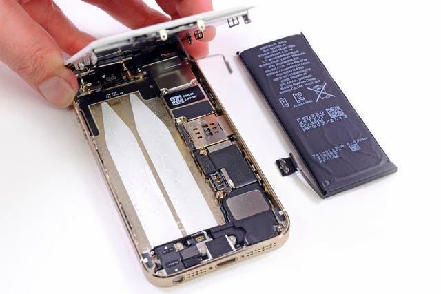 El transporte de baterías de litio en aviones comerciales está prohibido, pero no alcanza a los dispositivos electrónicos de los pasajeros o tripulación de a bordo