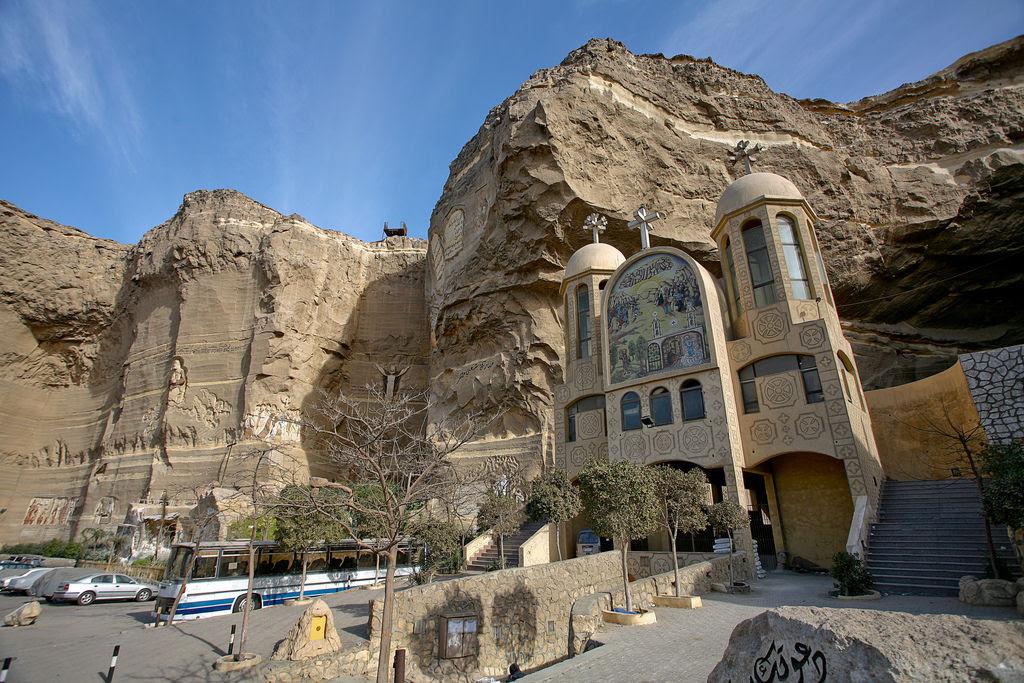 A incrível Igreja da Caverna dos Zabbaleens no Cairo 02
