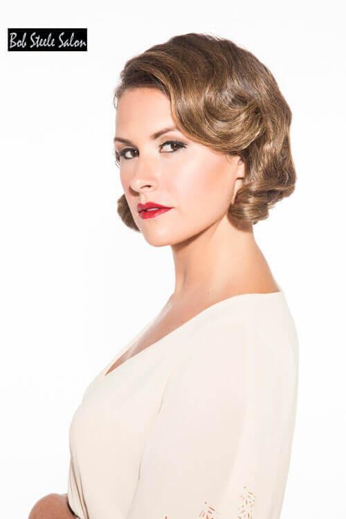 Elegante kurze Frisur für ältere Frauen mit Curls