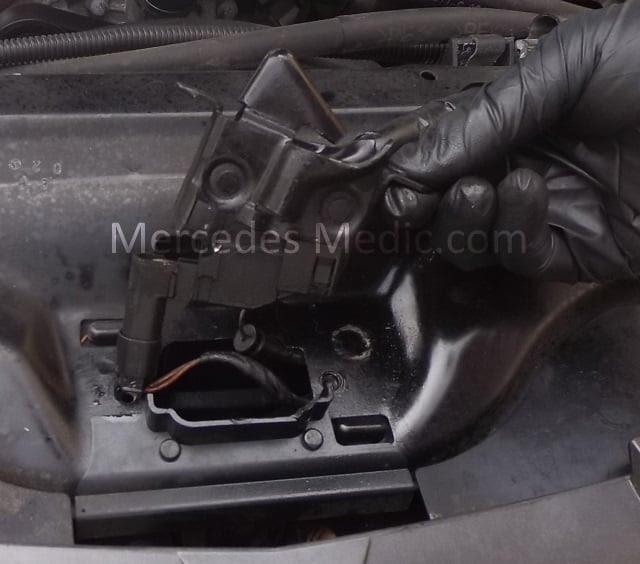 Mercedes-Benz Hood Stuck Problems, Tips, Tricks and ...
