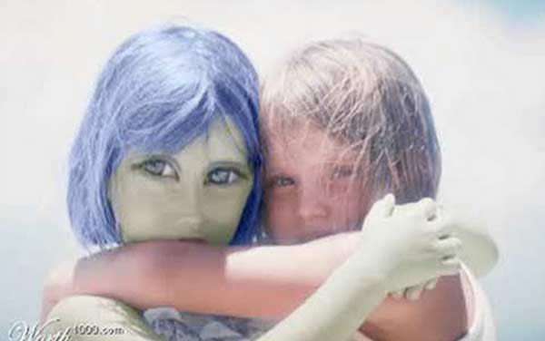 http://paranormalqc.com/wp-content/uploads/2015/11/extraterrestres-soeurs.jpg
