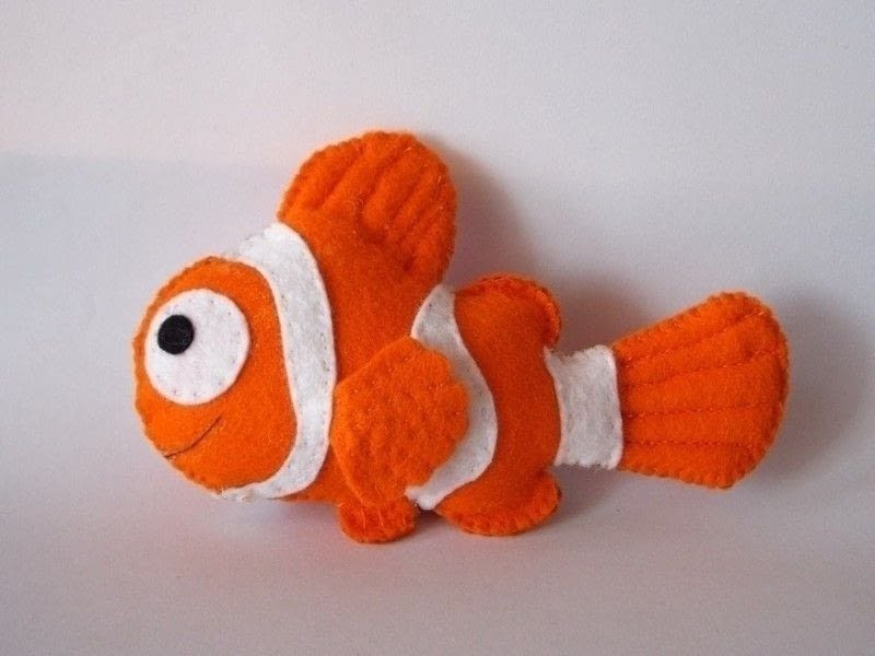 Almost alice diy craft tutorials how to nemo plushie for Felt plushie templates