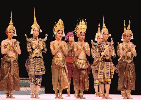 cambodians dress  cambodia travel