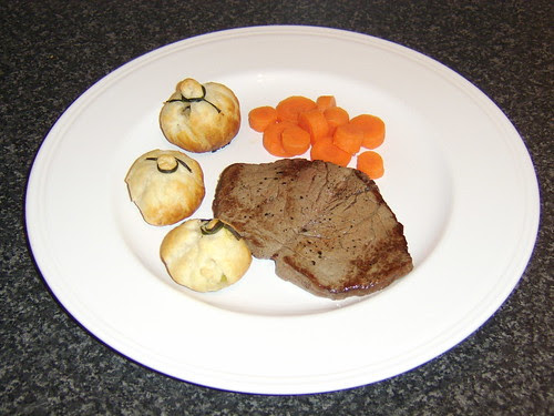 Aberdeen Angus Fillet Steak with Garlic and Leek Pastry Bombs