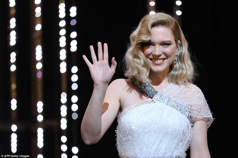 Glamorous: O ex-namorado do Bond, Lea Seydoux, também esteve no evento em um creme deslumbrante.