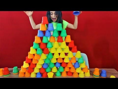 Bardak kulesi yapma yarışması, en yüksek kuleyi kim yapacak?
