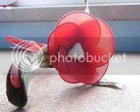 Linky party tema la canzone del sole battisti sveglia ad acqua acconciatura bionde trecce calze rosse red stockings