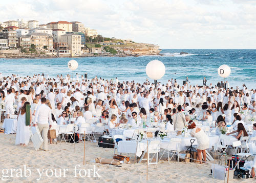 Guests at Diner en Blanc Sydney 2013 Bondi Beach