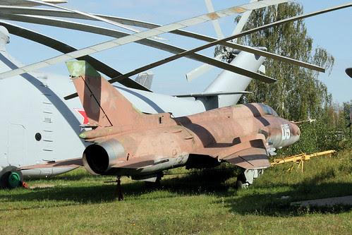 Sukhoi Su-17M4 05 blue