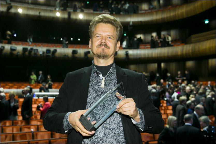 VANT PRIS: Kim Leine fra Danmark fikk Nordisk råds litteraturpris 2013 for romanen «Profetene i Evighetsfjorden». Foto: NTB SCANPIX