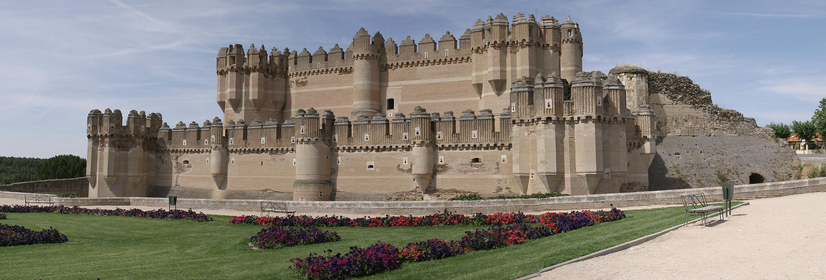 http://upload.wikimedia.org/wikipedia/commons/0/0a/Castillo_de_Coca.jpg
