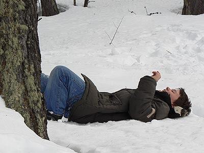 Paul couché dadns la neige.jpg