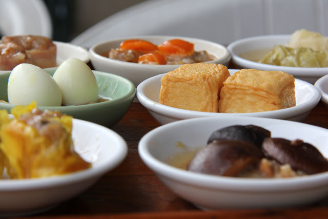 6631578937 aa5eda3e00 o Thai Breakfast: 13 of the Most Popular Dishes