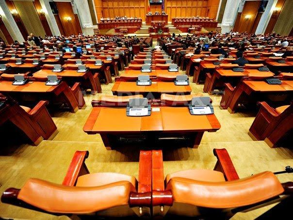 """The Economist denunţă procesul politic  """"disfuncţional"""" şi legile redactate în grabă din România"""