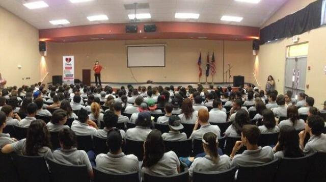 One of the talks offered by Fundación Alto al Silencio in Cabo Rojo, Puerto Rico, to 200 students. Image taken from Fundación Alto al Silencio's Facebook page.