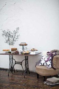 reciclar_mesa_maquina_coser_mesa_auxiliar_salon_vintage