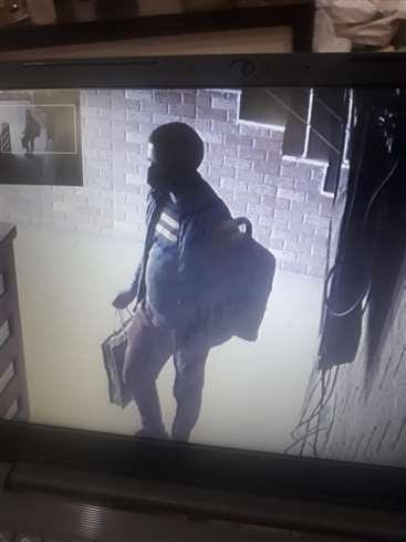 चामुंडा के निजी होटल से आठ एलईडी चुराने वाले शातिर का सीसीटीवी कैमरा में आया चेहरा Kangra News