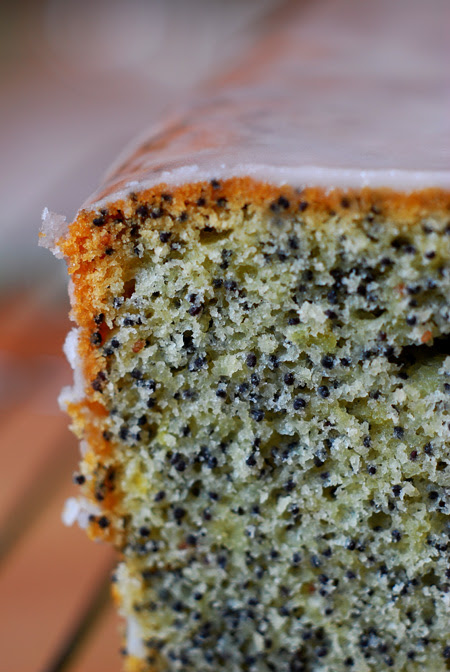lemon poppy seed loaf©