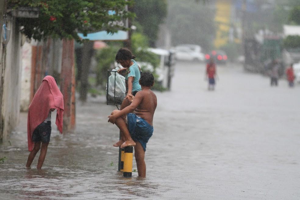 Nesta quarta (31), chuva causou alagamentos em diversos pontos do Recife (Foto: Marlon Costa/Pernambuco Press)