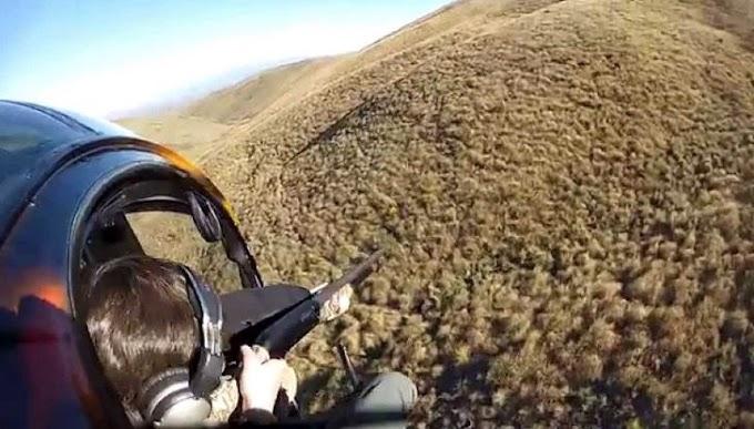 Un cazador apunta desde un helicóptero a ciervos atemorizados, pero el karma actuó de inmediato