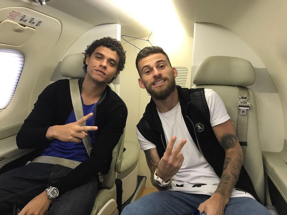 Victor Ferraz e Lucas Lima em jatinho emprestado por Neymar (Foto: Divulgação)