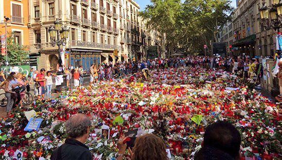 homenaje-en-la-calle-a-victimas-de-barcelona