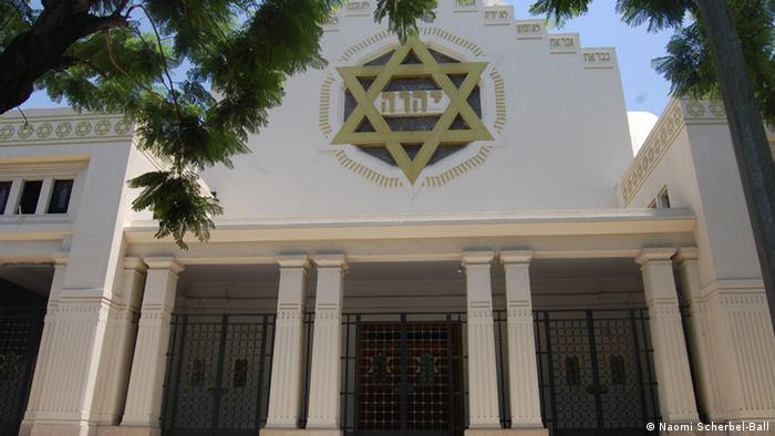 The Great Synagogue of Tunis, Avenue de la Liberté. The Great Synagogue of Tunis situated on Avenue de la Liberté. Built in 1938. Name of the photographer/or source: Naomi Scherbel-Ball When was the pic taken? (December 2012) Where was the pic taken (Tunisia) zugeliefert von: Anke Rasper (mit beigefügter Rechteinräumung durch die Fotografin)