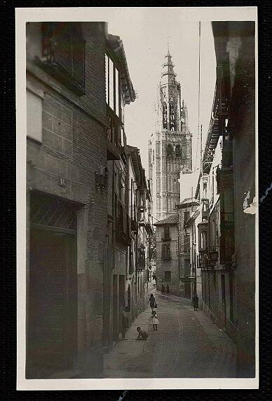 Calle de Santa Isabel a principios del siglo XX. Foto Garrabella