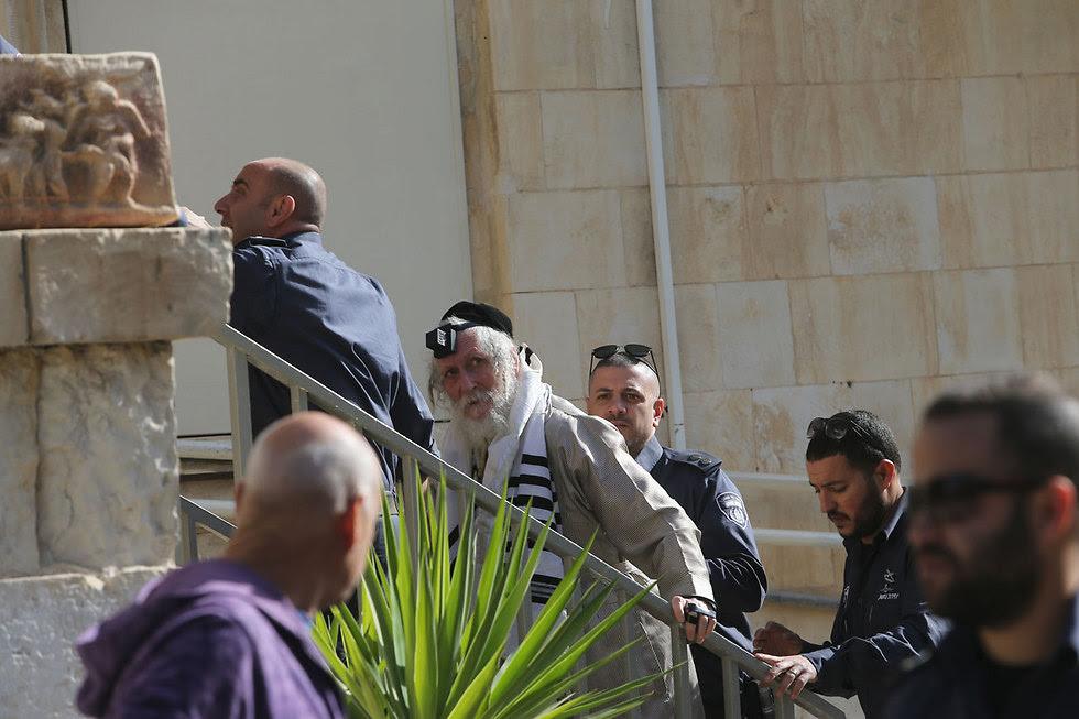 Rabbi Eliezer Berland sentenced (Photo: Alex Kolomoisky)