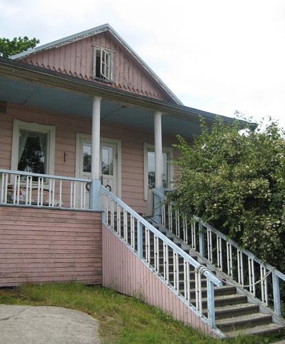 Vaaleanpunainen talo 2