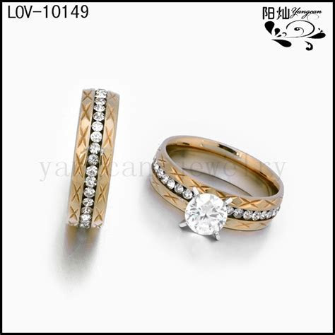 Wedding rings with engraved: Wedding rings pictures at sterns