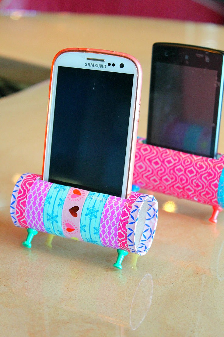 Make A Phone Holder From Old Toilet Paper