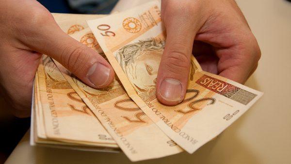 Resultado de imagem para dinheiro pagamento