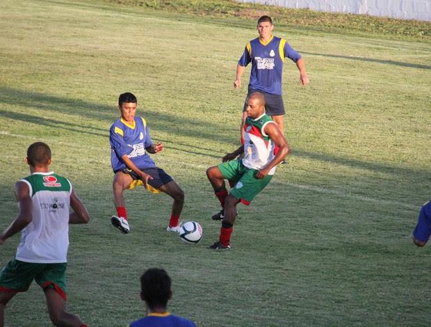 Stefano Seedorf participa de jogo-treino do Alecrim (Foto: Gabriel Peres/Divulgação)